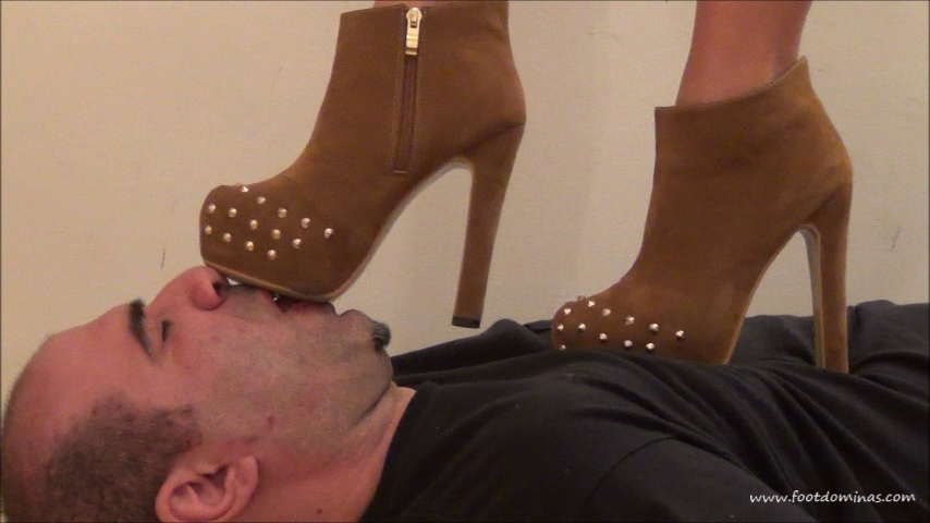 THALIA – BRUTAL Trampling In Short Fashion Boots