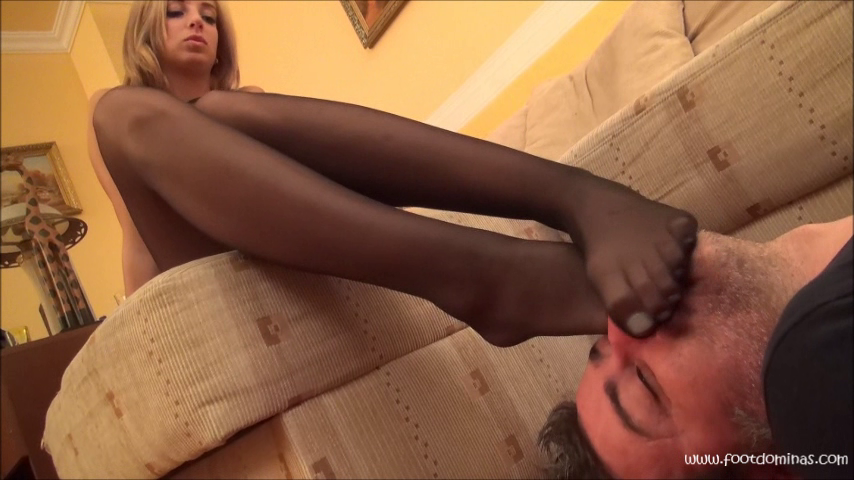 ROBERTA – Foot Worship and Domination In Elegant Pantyhose PART2