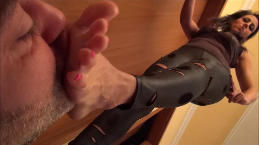 OLIVIA – Trampling In Leggings PART1