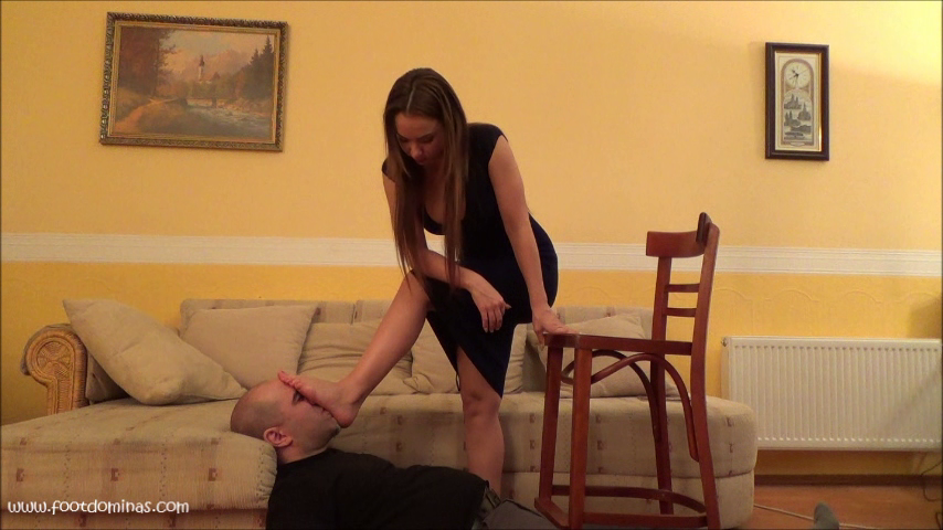 SAKURA – Foot Smother and Breath Control Under Feet PART2