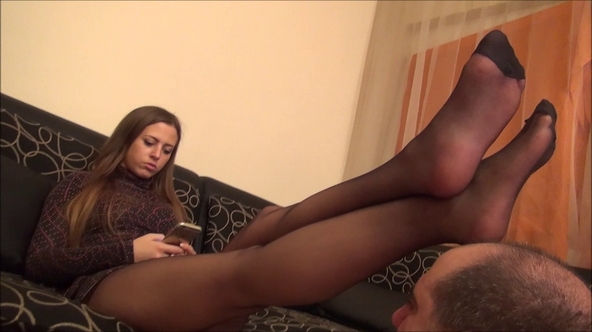 ELIZABETH – Face As Footstool (Pantyhose) PART2