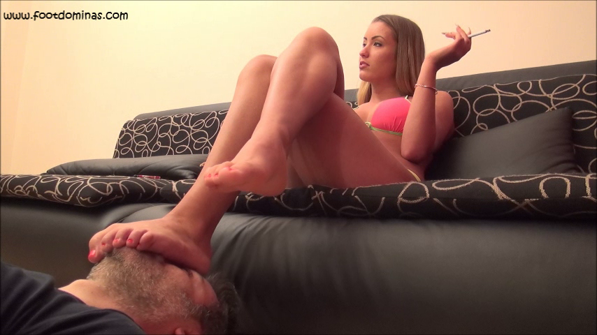 ARIEL – Face As Footstool And Smoking In Bikini PART1