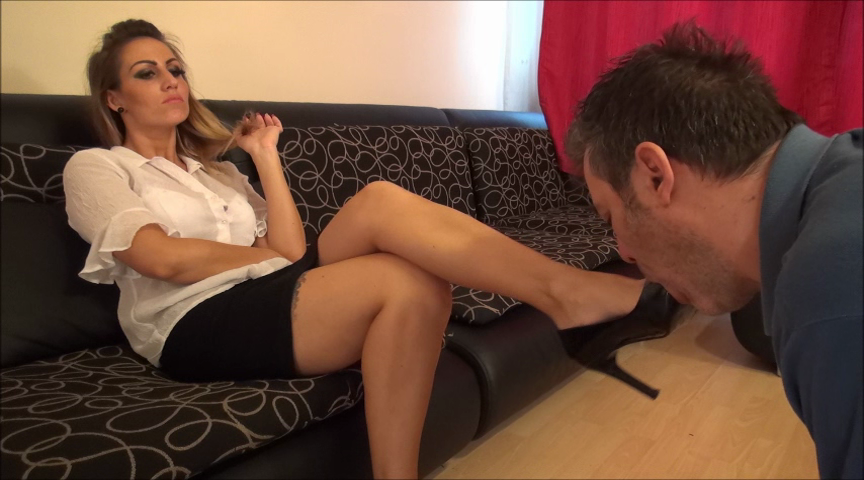 OLIVIA – Worship The Shoes Of Your Boss!