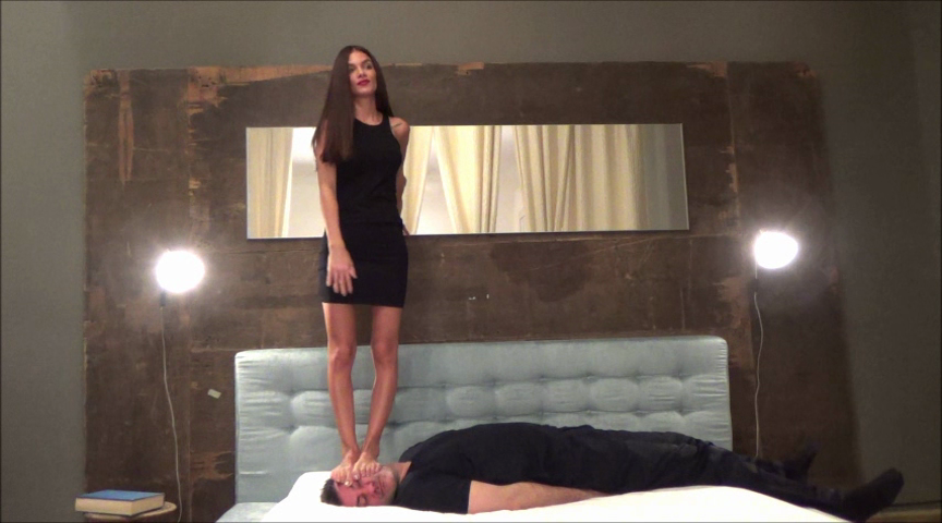 EVIKE – Before The Party – EXTREME Trampling And Facestanding (Mostly) PART1