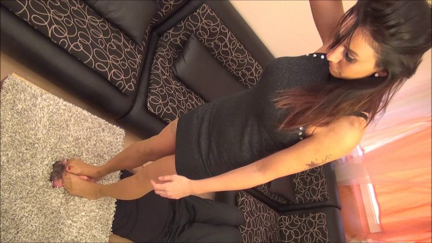 OLIVIA – Checkpoint – BRUTAL Facetrampling, Facestomping And Footdom In Skin Color Pantyhose (Facebox) PART3